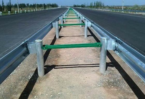 高速公路防撞护栏施工安装
