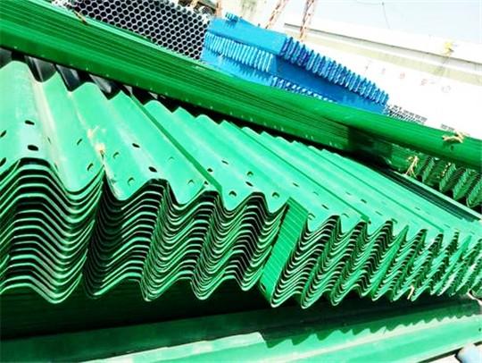 喷塑波形护栏板厂家