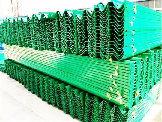 喷塑波形护栏板生产厂家